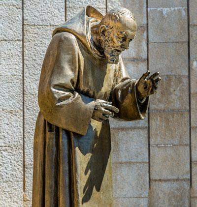 St. Pio of Pietrelcina statue